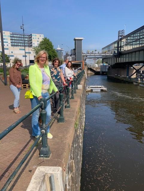 Bellen verdringen plastic afval in Gelderse rivieren